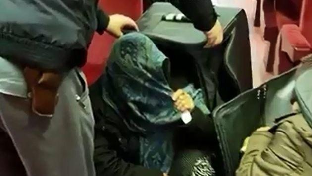 Polizisten entdecken Afghaninnen in Reisetaschen (Bild: Politia de frontiera)