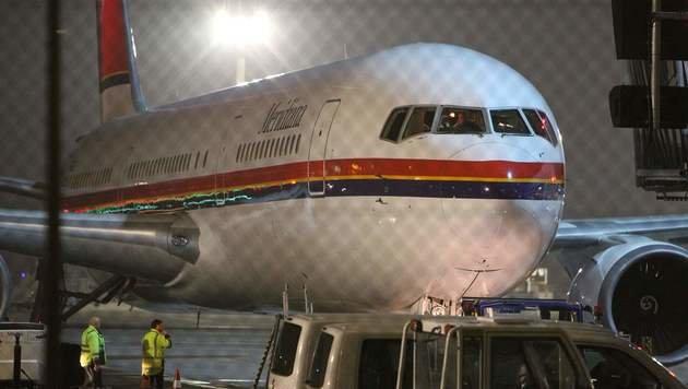 Mit diesem Charterflugzeug wurden die Schubhäftlinge nach Afghanistan geflogen. (Bild: APA/AFP/DANIEL ROLAND)