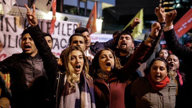 Für Erdogans Kritiker sind soziale Medien ein enorm wichtiges Kommunikationsmittel. (Bild: APA/AFP/YASIN AKGUL)
