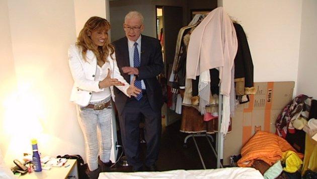 Naddel lebt in einem 25qm großen Hotelzimmer in Hamburg. Ein Freund lässt sie dort wohnen. (Bild: RTL)