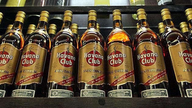 Kuba will Schulden bei Tschechien mit Rum zahlen (Bild: Alejandro Ernesto/EPA/picturedesk.com)