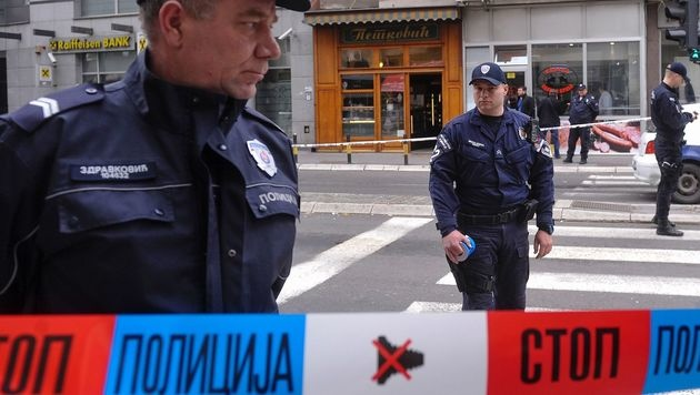 Serbische Polizisten im Einsatz (Bild: APA/AFP/ALEXA STANKOVIC)