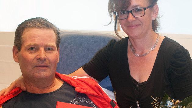 Gerhard und Christine Rindler nach dem Jawort im Krankenhaus (Bild: KABEG)