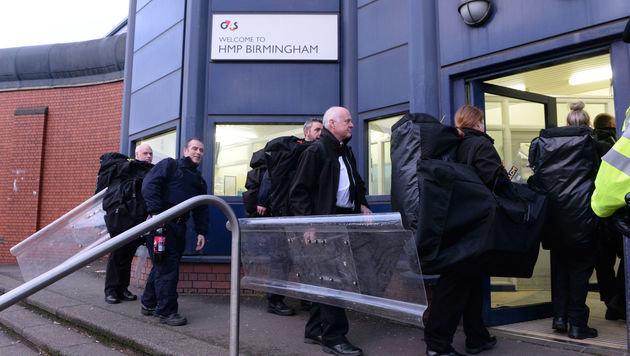 Eine Spezialeinheit versuchte, wieder die Kontrolle über das Gefängnis zu erlangen. (Bild: ASSOCIATED PRESS)