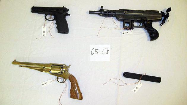 Mann mit goldenem Colt hatte auch Maschinenpistole (Bild: LPD WIEN)