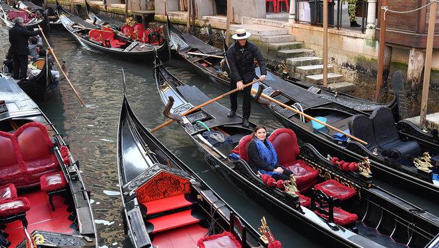 Stau vor dem Canale Grande: Zabine Kapfinger umringt von Gondeln. (Bild: Kerstin Joensson)