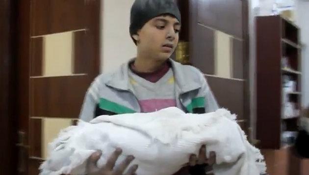 Mahmoud mit seinem toten Bruder Ishmael Mohammed (Bild: twitter.com)