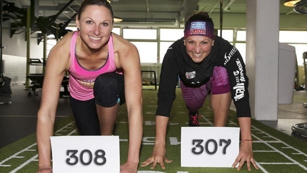 Claudia Riegler (re.) löst mit 309 Starts im Weltcup Schwester Manuela (li.) als Rekordfrau ab. (Bild: Andreas Tröster)