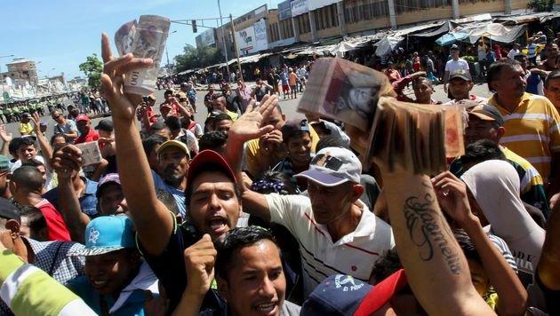 Wegen Bargeld-Engpass: Plünderungen in Venezuela (Bild: AFP)