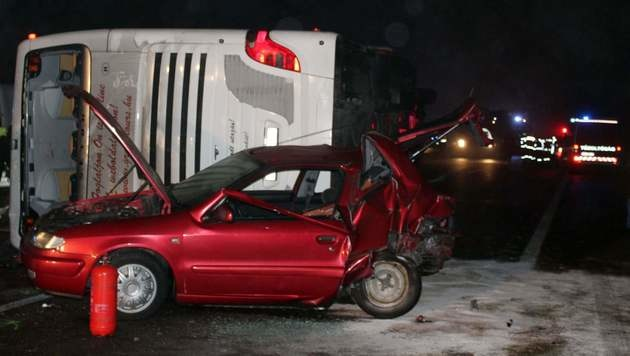 3 Tote bei Busunglück am Heimweg von Adventmarkt (Bild: AFP)