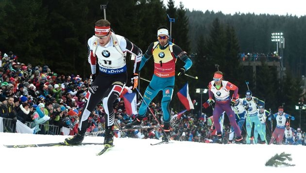 Eder schießt sich aus dem Rennen, Sieg an Fourcade (Bild: AFP)
