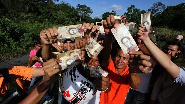 Venezuela: 100-Bolivar-Schein doch wieder gültig (Bild: APA/AFP/GEORGE CASTELLANOS)
