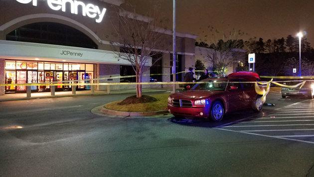 In diesem Auto starb der dreijährige Bub. (Bild: twitter.com/AR Democrat-Gazette)