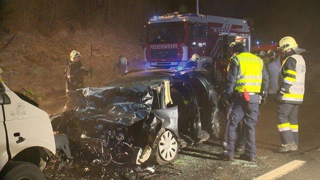 Frontalcrashs: Lenker (19) tot, 5 Schwerverletzte (Bild: BFV Liezen / Schlüßlmayr)