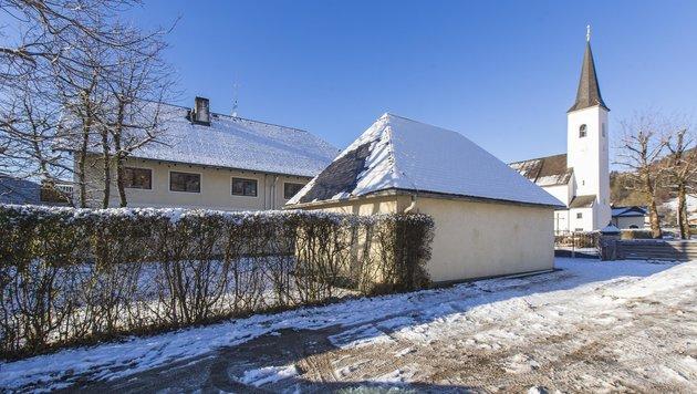 Der Verdächtige war im Pfarrhof in Fuschl untergebracht. (Bild: Neumayr/Leo)