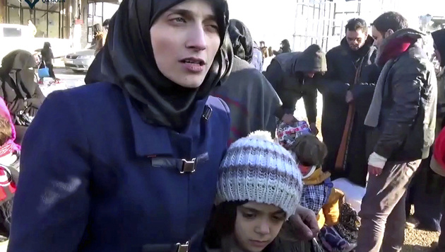 Begleitet von ihrer Mutter Fatemah Alabed ist Bana am Montag im Umland von Aleppo eingetroffen. (Bild: ASSOCIATED PRESS)