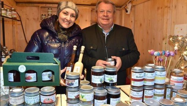 Katrin Knoll mit Grödigs Bürgermeister Richard Hemetsberger braut im Gasthof Faßl nicht nur Weißbier (Bild: Wolfgang Weber)