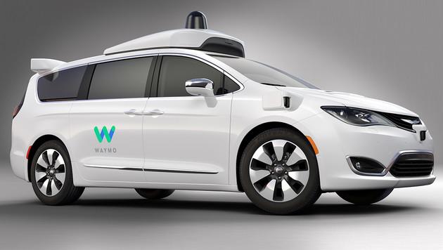 Googles Robo-Taxi befördert jetzt auch Passagiere (Bild: Waymo)