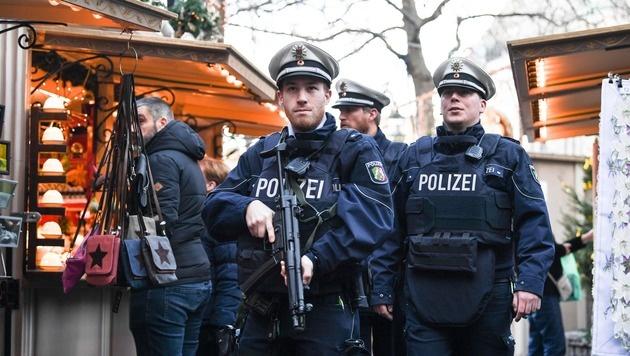 Verstärkte Polizeipräsenz auf dem Weihnachtsmarkt in München (Bild: APA/AFP/dpa/FEDERICO GAMBARINI)
