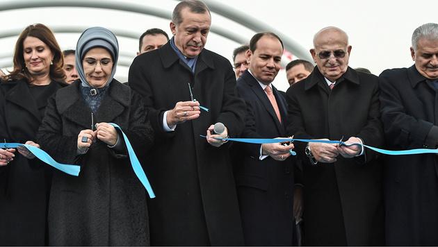 Eurasien-Tunnel unter Bosporus feierlich eröffnet (Bild: APA/AFP/OZAN KOSE)