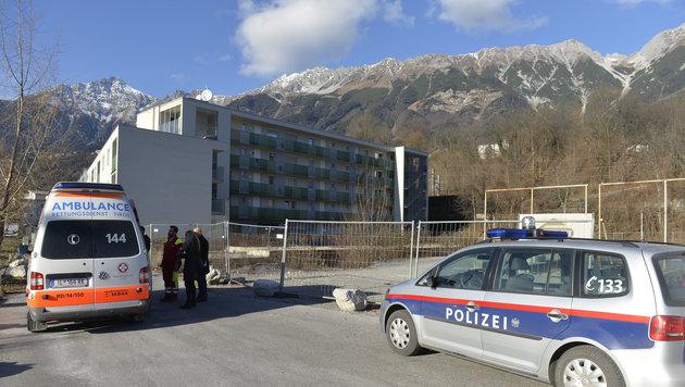 In der Tiefgarage einer Wohnanlage in Mühlau/Arzl lauerte der Täter der Frau auf. Er ist flüchtig. (Bild: zeitungsfoto.at)