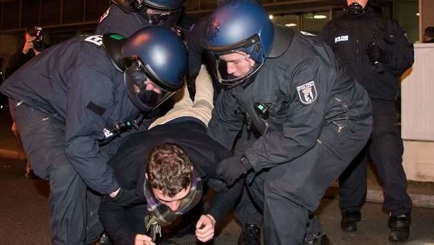 """Berliner nach Anschlag: """"Wir halten zusammen"""" (Bild: APA/AFP/dpa/BERND VON JUTRCZENKA)"""