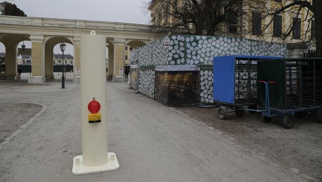 """Schönbrunn """"sichert"""" Adventareal mit Säulen (Bild: Klemens Groh)"""