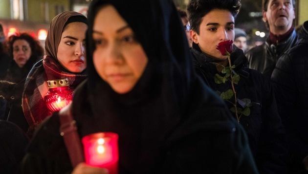 Muslime vor der Gedächtniskirche in Berlin (Bild: APA/AFP/ODD ANDERSEN)