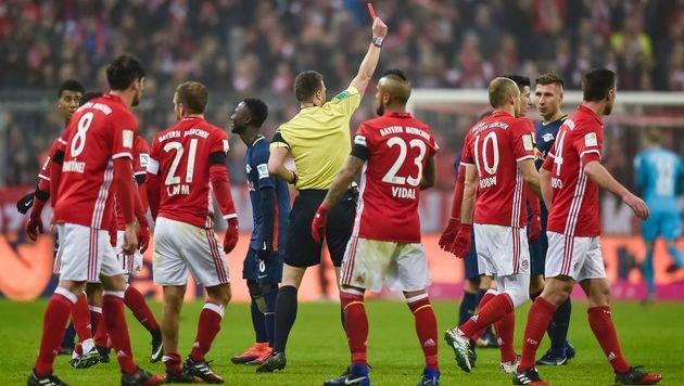 Rot für Emil Forsberg! (Bild: AFP)