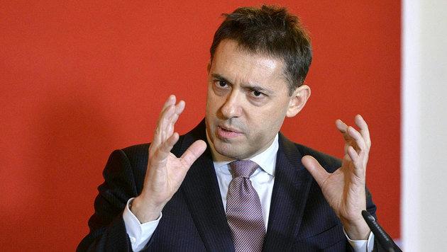 Bogdan Roscic im Rahmen einer Pressekonferenz in Wien (Bild: APA/Herbert Neubauer)