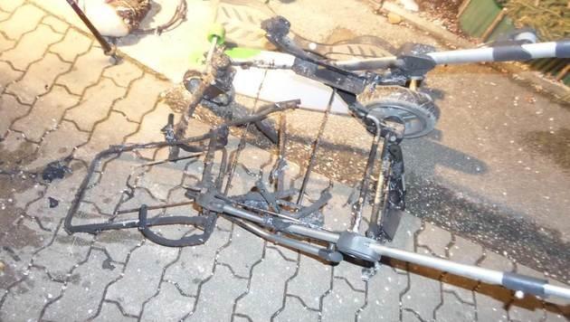 """Der Kinderwagen wurde von den Flammen zerstört. (Bild: """"Krone"""")"""