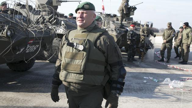 Die Aufgabe der KFOR-Truppe besteht darin, den Frieden zu sichern. Auch mit Pandur-Panzern. (Bild: Christoph Matzl)