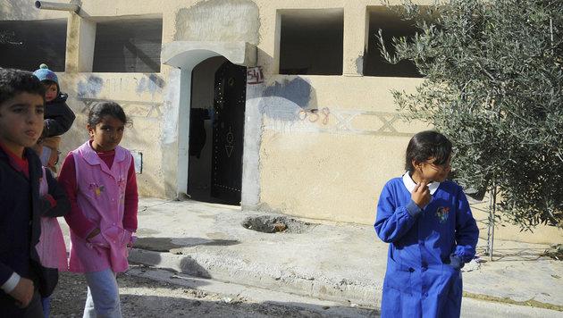 Kinder auf der Straße vor dem Haus eines Onkels von Anis Amri (Bild: AP)