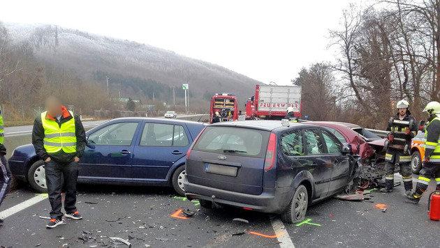 Wilde Verfolgungsjagd und Schüsse auf Autobahn (Bild: Freiwillige Feuerwehr Alland/www.bfkdo-baden.com)