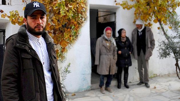 Abdelkader Amri, ein Bruder von Anis, ist geschockt über die Ereignisse in Berlin. (Bild: AP/Riadh Dridi)