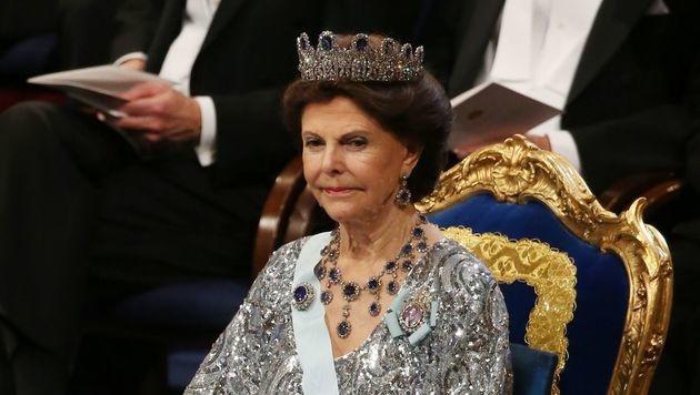 Königin Silvia nach Schwindelanfall im Krankenhaus (Bild: APA/AFP/SOREN ANDERSSON)