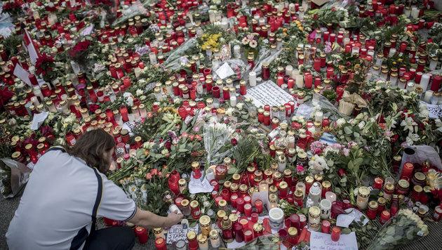 Deutscher Bundestag gedachte der Terroropfer (Bild: APA/dpa/Michael Kappeler)