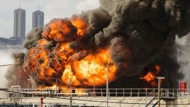 Haifa: Benzintank in Raffinerie in Brand geraten (Bild: APA/AFP/JACK GUEZ)