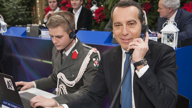 Kanzler Kern am Spendentelefon (Bild: ORF)