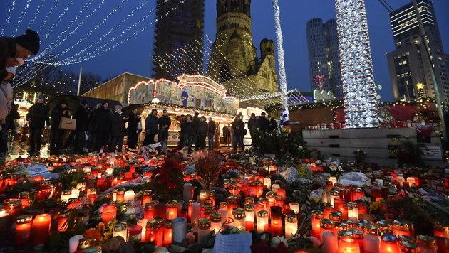 Neuer Besucheransturm auf Berliner Weihnachtsmarkt (Bild: APA/dpa/Rainer Jensen)
