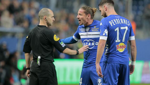FIFA denkt an Benimmregeln für Kicker-Proteste (Bild: AP)