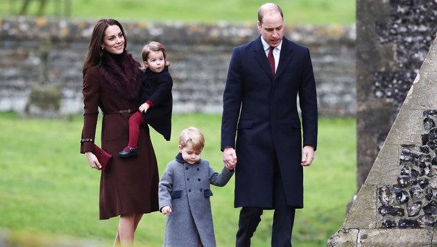 Herzogin Kate und Prinz William mit ihren zuckersüßen Kindern Prinz George und Prinzessin Charlotte (Bild: ASSOCIATED PRESS)