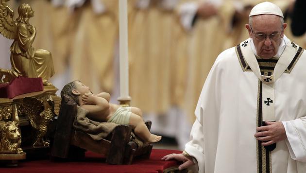 Papst ruft zum Mitgefühl mit leidenden Kindern auf (Bild: AP)