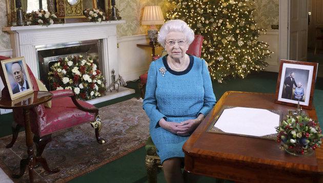 Die traditionelle Ansprache hat die Queen trotz Erkältung am ersten Weihnachtstag aufgenommen. (Bild: ASSOCIATED PRESS)