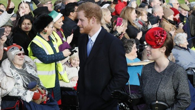 Zahlreiche Menschen waren gekommen, um die königliche Familie zu sehen. (Bild: ASSOCIATED PRESS)