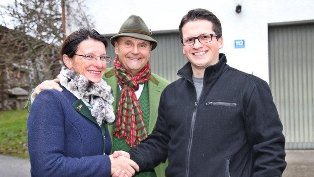 Regina Pamminger und Albert Jäger mit dem sichtlich erleichterten Enkel Marco Schögl (v. li.). (Bild: Marion Hörmandinger)