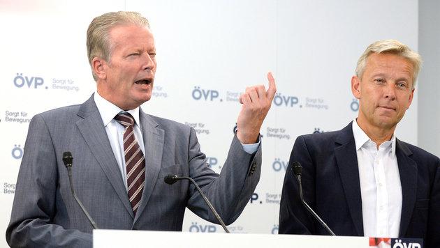 ÖVP-Parteichef Reinhold Mitterlehner und ÖVP-Klubobmann Reinhold Lopatka (Bild: APA/HANS KLAUS TECHT)