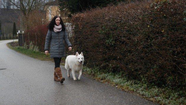 Beim Spazierengehen mit ihrem Hund wurde die Frau auf die Hilferufe aufmerksam. (Bild: Pressefoto Scharinger/www.foto-scharinger.at)