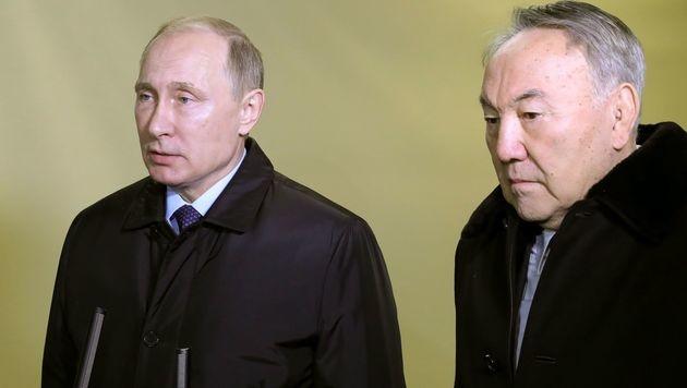 Russlands Präsident Wladimir Putin (li.) mit dem kasachischen Präsidenten Nursultan Nasarbajew (Bild: AFP)