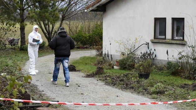In diesem Haus in Chabeuil wurde eine 80-jährige Frau getötet, in einem Nachbarort ein Paar. (Bild: APA/AFP/JEAN-PHILIPPE KSIAZEK)